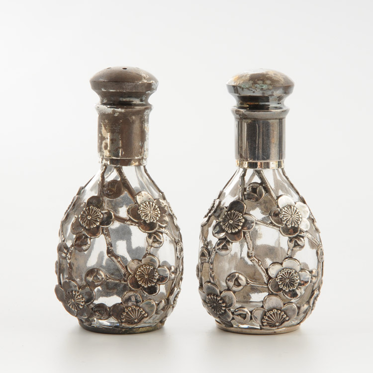 Antique Silver Salt and Pepper shakers 塩コショウ入れ